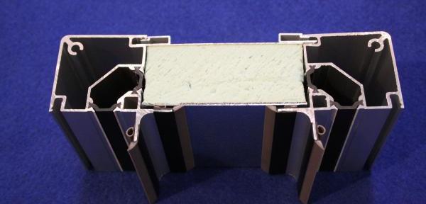 Nuovo-sistema-a-taglio-termico-con-profili-bloccappanello.jpg
